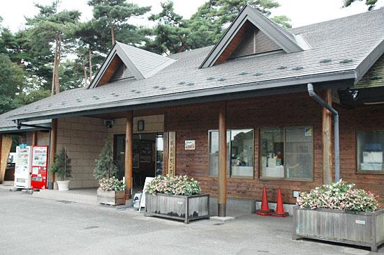 鳥野目河川公園オートキャンプ場の管理棟