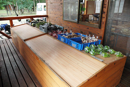 鳥野目河川公園オートキャンプ場の野菜売り場