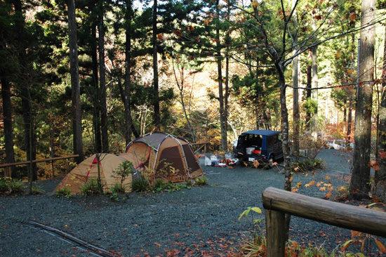とやの沢オートキャンプ場のテントサイト