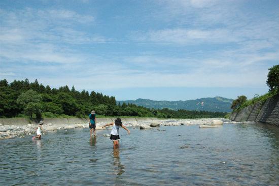 登川河川公園で川遊び